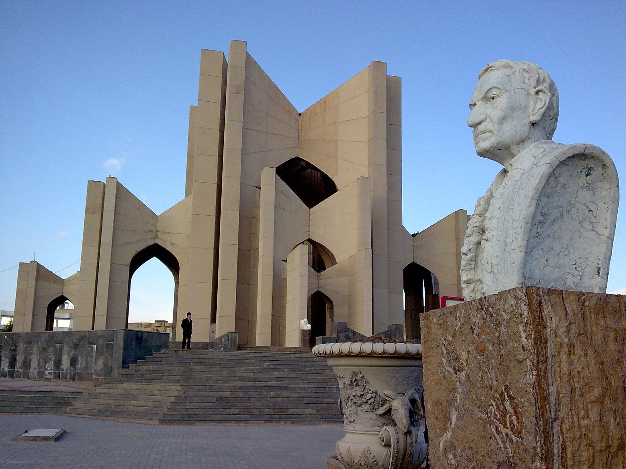 مقبرهالشعرا (مزار شاعران) در تبریز